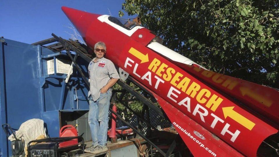 Mike Hughes se lanza en cohete casero y muere al intentar demostrar que la Tierra es plana (Video)