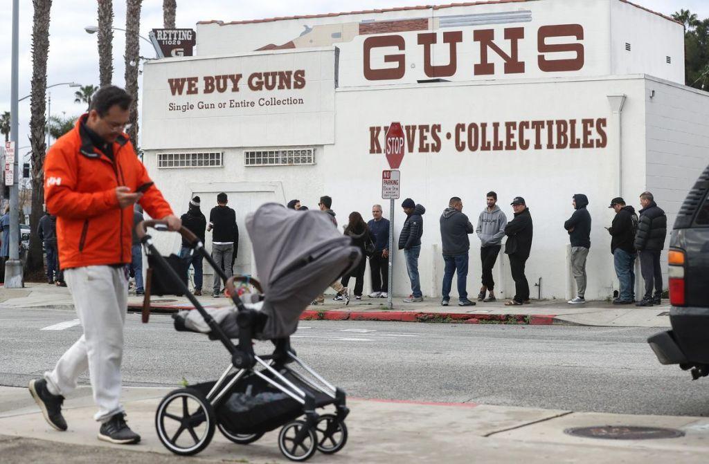 Aumentan las ventas de armas y municiones en Estados Unidos a medida que avanza el Coronavirus