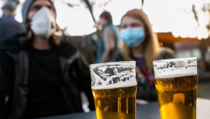 ¡Tiran la cerveza por falta de consumo! Destruyen millones de litros en Francia