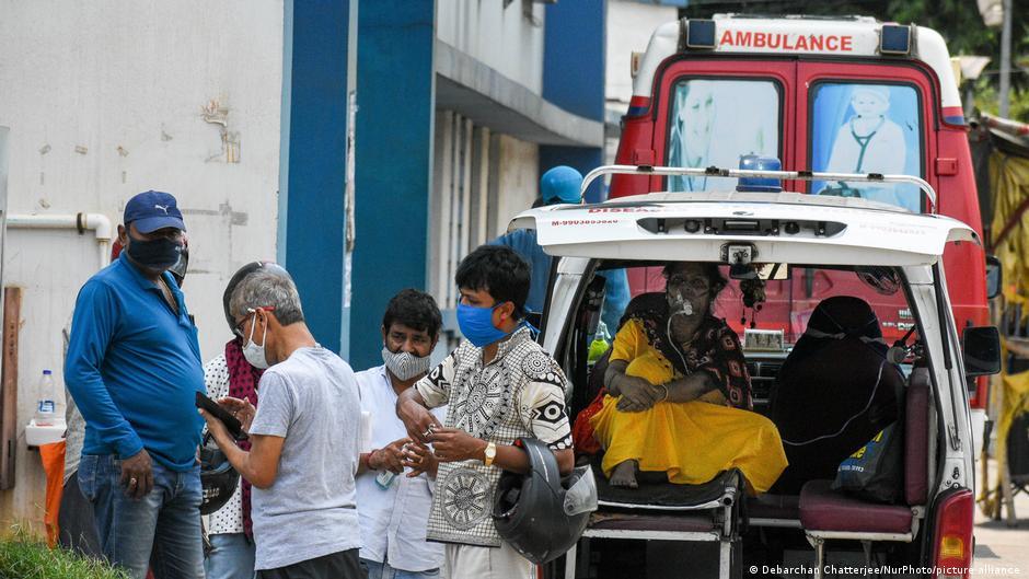 Se desborda el COVID en Nueva Delhi, ordenan confinamiento de una semana