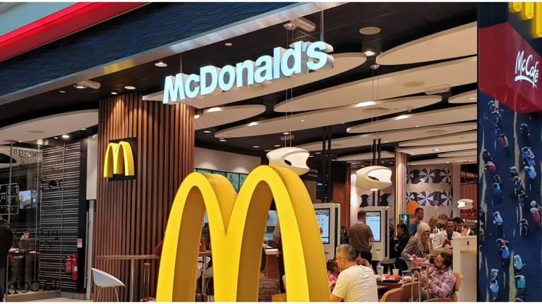 Cierra McDonald's decenas de restaurantes ubicados en los Walmart