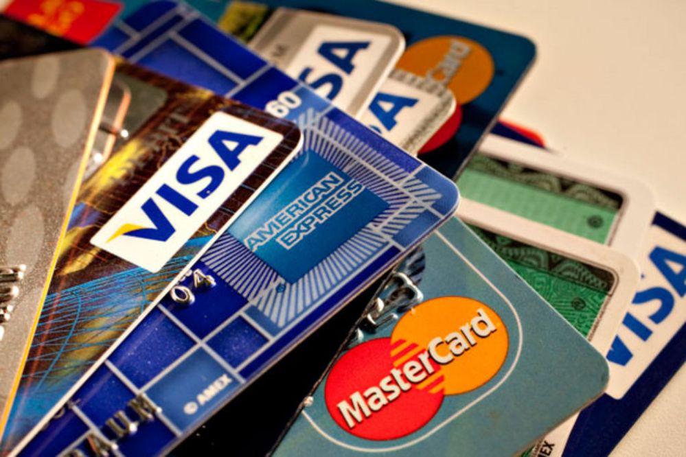 Menos uso y más morosidad de las tarjetas de crédito en México