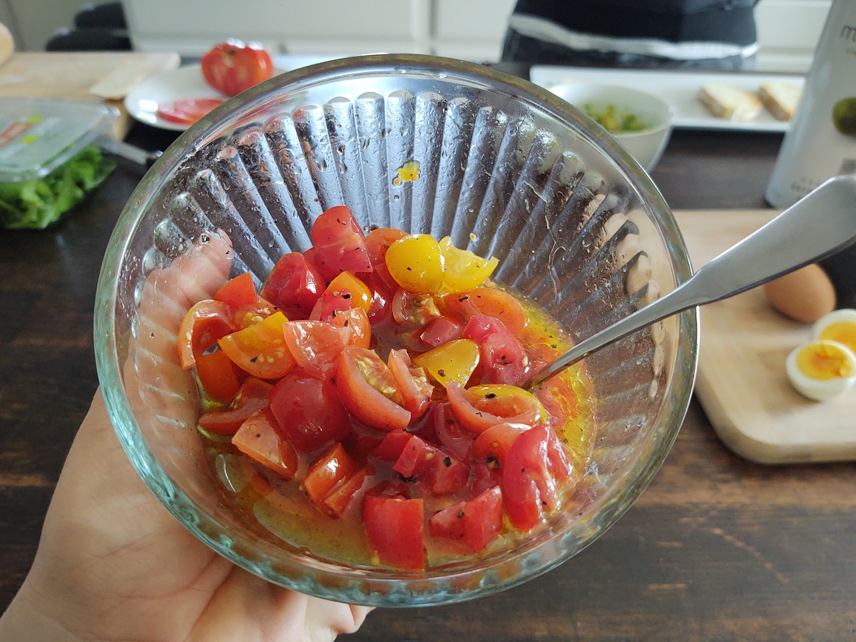 Cherry tomato topping in a clear bowl