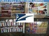 Agen Sticker, Beli Sticker, Distributor Sticker, Grosir Sticker, Jual Sticker, Kulaan Sticker,Pabrik Sticker, Pusat Sticker, Buat Sticker, Sentral Sticker, Produsen Sticker, Bandar Sticker, Toko Sticker, Lapak Sticker, Grosiran Sticker, Juragan Sticker. Jakarta Sticker Menyediakan berbagai Macam Sticker dan Bahan Sticker yanga langsung dari Pabrik, Distributor . Harga Bersaing, Kwalitas Terjamin bergaransi dan terpercaya selama 10 Tahun Fungsi Stiker: Stiker adalah lembaran kertas atau plastik yang disalah satu sisinya terdapat rekatan lem sehingga dapat ditempelkan pada tempat atau media yang diinginkan. Stiker sebagai sesuatu yang mudah dibawa serta bisa ditempelkan dimana saja tentunya memiliki banyak fungsi. Dalam dunia industri, sering digunakan sebagai label untuk ditempel pada botol, kemasan atau objek produknya sendiri. Karena kualitasnya yang bagus pada produk dapat menambah kepercayaan konsumen untuk membeli produk tersebut. Sementara dalam kegiatan promosi, bentuk dan gambar Stiker yang menarik dapat meningkatkan promosi produk, promosi even, maupun untuk kegiatan Pilkada (Pemilihan Kepala Daerah). Disini Anda dapat mencetak stiker label kemasan makanan produk atau mencetak apa saja dengan murah, bagus dan cepat. Kami berpengalaman dalam : -mencetak stiker HVS -cetak stiker cromo -cetak stiker vinyl dan -cetak stiker transparan. Ada berbagai merk label stiker yang kami pakai antara lain stiker cromo, vinyl, transparan, dll. Kami menggunakan mesin cutting, yang sudah tidak diragukan kualitasnya. Bisa juga Anda gunakan sebagai Label Stiker kemasan makanan, Stiker Ulang Tahun, Stiker botol. Stiker label yang terbuat dari bahan berkualitas dari German. Stiker label ini tahan air, mudah diaplikasikan dan cocok untuk aplikasi produk atau kemasan. Sticker sudah dipotong-potong (kiss cut). Menggunakan mesin jepang graphtec Kamu ga perlu repot lagi dengan gunting dan cutter, tinggal tempel di produk atau kemasan. STIKER LABEL PRINT & CUT MURAH • Label Makanan / Ca