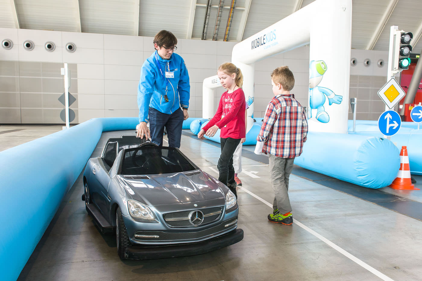 Event, Mobile Kinderverkehrsschule, MobileKids, Daimler, Merces-Benz,Elektroauto, SLK, Parcours, Agentur Ravensburger
