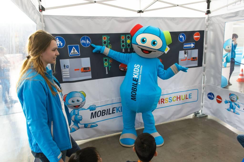 Event, Mobile Kinderverkehrsschule, MobileKids, Daimler, Merces-Benz, Elektroauto, Theorieunterricht, MOKI, Agentur Ravensburger