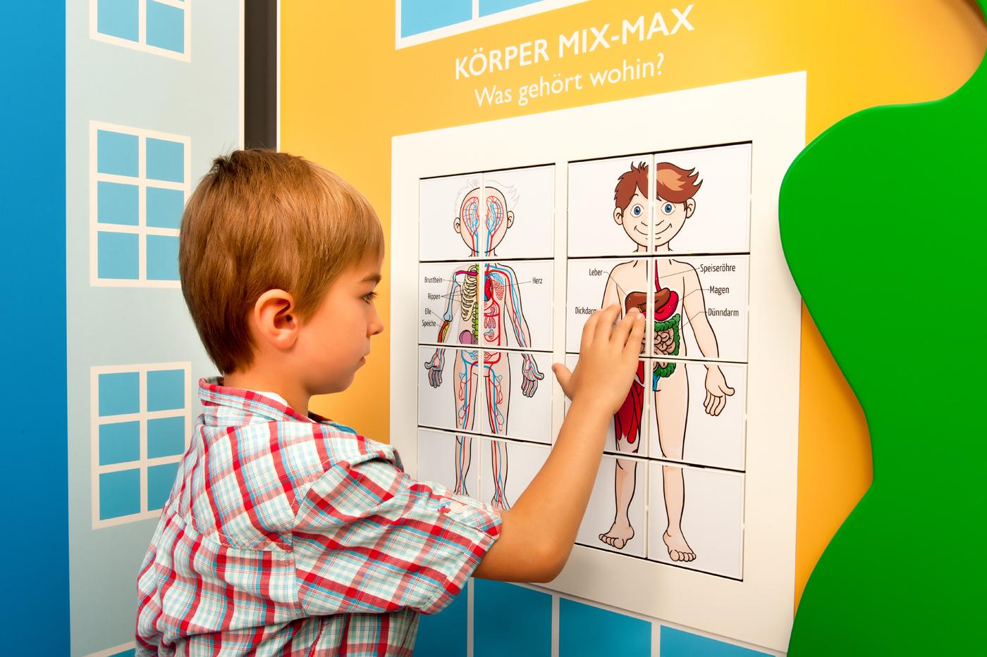 Kinderspielbereiche, Spielecke im Wartebereich, OSK Wangen, Oberschwaben Klinik, Kulissenwand, Mix-Max, Agentur Ravensburger