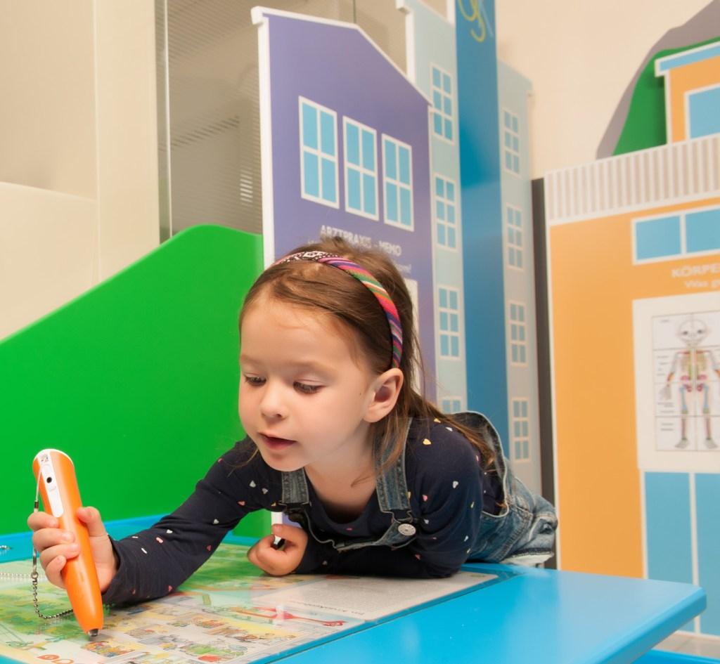Kinderspielbereiche, Spielecke im Wartebereich, OSK Wangen, Oberschwaben Klinik, tiptoi, tiptoi-Stift, tiptoi-Tisch, Agentur Ravensburger