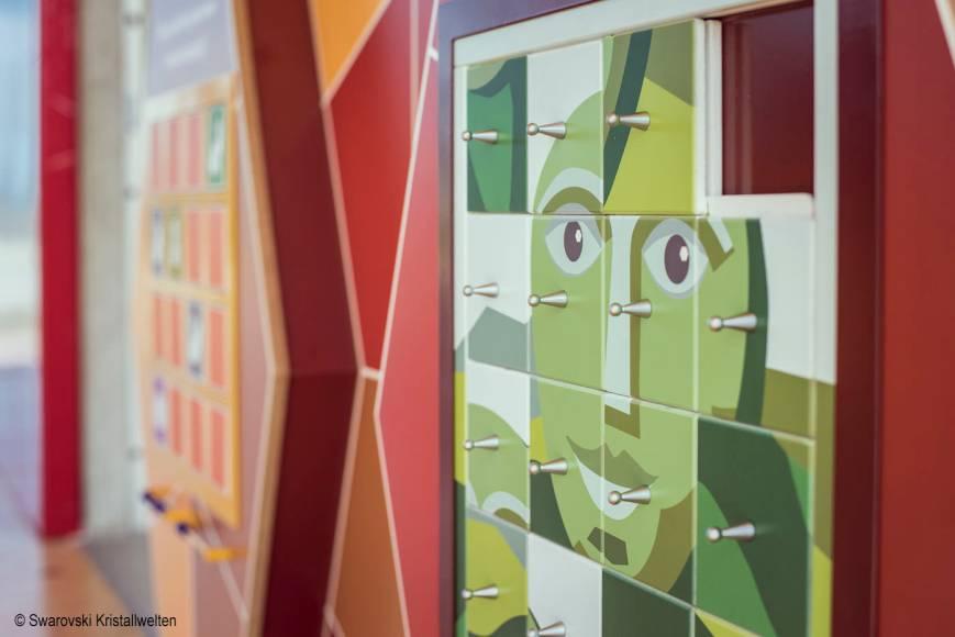 •Spielwand Swarovski Kristallwelten,Erlebniswelten, Kindererlebniswelten, Markenerlebniswelten, Spielturm, Wattens, Schiebepuzzle, Riese, Agentur Ravensburger