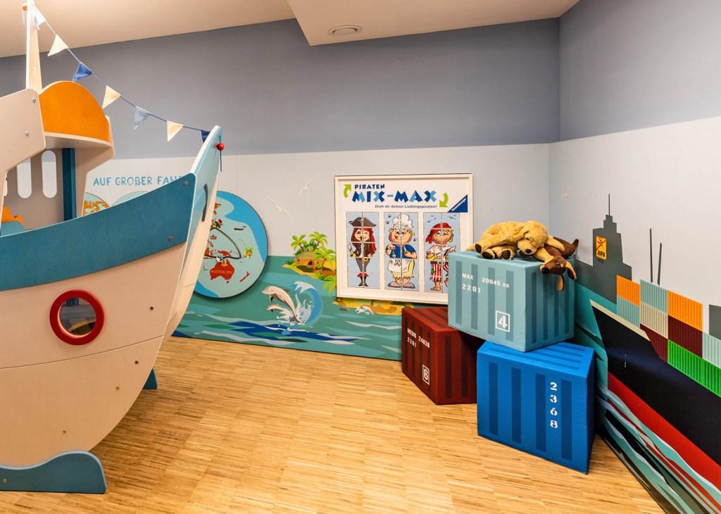 Beim Piraten-Mix-Max entstehen immer wieder lustige Piraten und Seemänner.