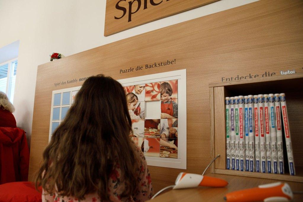 Hier wird die Backstube gepuzzelt und memory®, gespielt, oder eines der vielen tiptoi® Bücher ausprobiert.