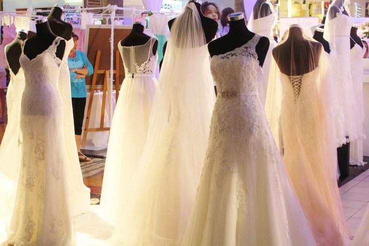 wedding-dress-646290_1920