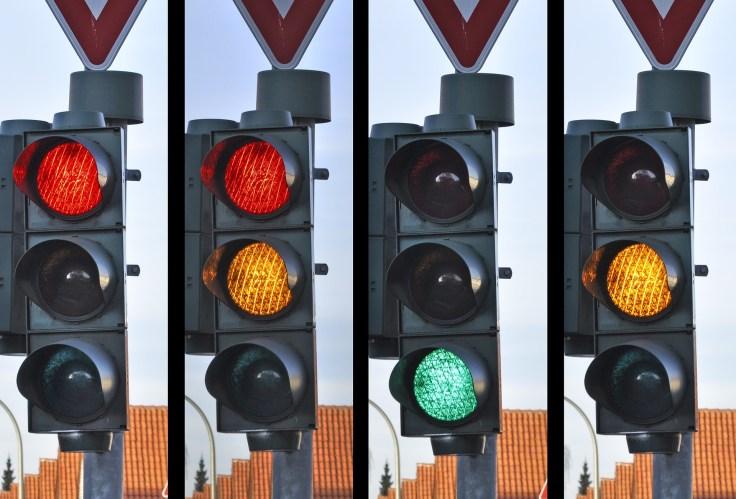 traffic-light-876054_1920.jpg