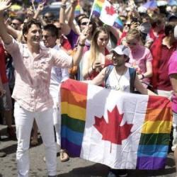 酷新闻:加拿大总理 参加同志游行 创当地历史