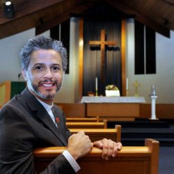 酷新闻:牧师忧出柜丢工作  结果获得超乎预期的支持
