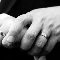 """酷新闻:英皇家属地""""耿西""""通过婚姻平权"""