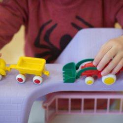 酷新聞:挑玩具竟遭到路人恐同羞辱 七歲男孩完美反擊