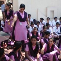 酷新闻:印度大学女宿禁锁门 原因竟是怕搞蕾丝边?