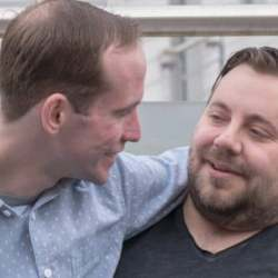 酷新聞:英國同志情侶 分享成為寄養家庭心路歷程