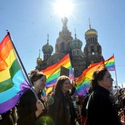 """酷新闻:俄国外交部""""游客前往欧美 别得罪同性恋"""""""