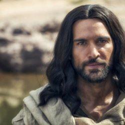 """酷新闻:扮演""""耶稣""""知名男星  感性出柜粉丝支持"""