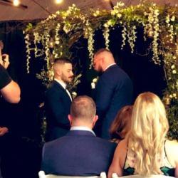 酷新闻:同志摔角选手与男友完婚 网友献祝福