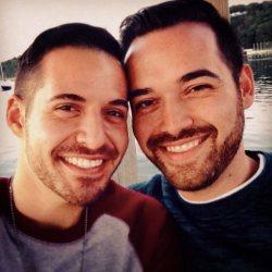 酷影像:#雙胞胎男友  情侶臉標籤正夯