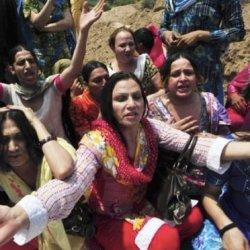 酷新闻:变性人表演团 遭集体绑架轮流性侵