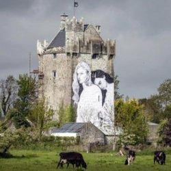 """酷新闻:爱尔兰艺术家 追加女女壁画挺""""同性婚姻"""""""