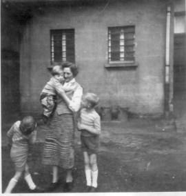 Paula mit Kindern