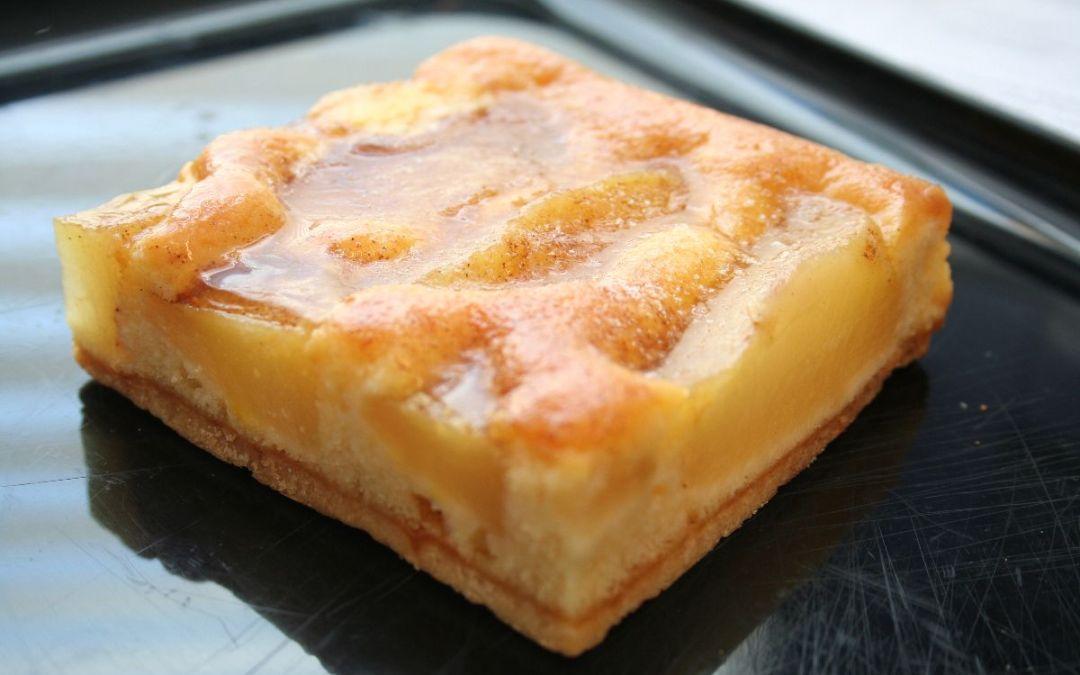 Kurzmeldung: Neuer Saison-Kurs: Brot.Back.Schule backt Apfel- und Pflaumenkuchen