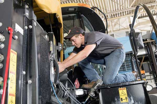 Nebraska: Tractor Test Lab Works to Improve Performance