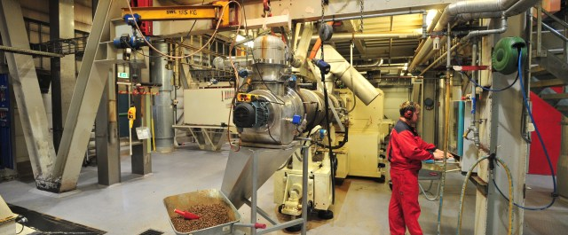 Fish_feed_productin_in_Stokmarknes_Norway)