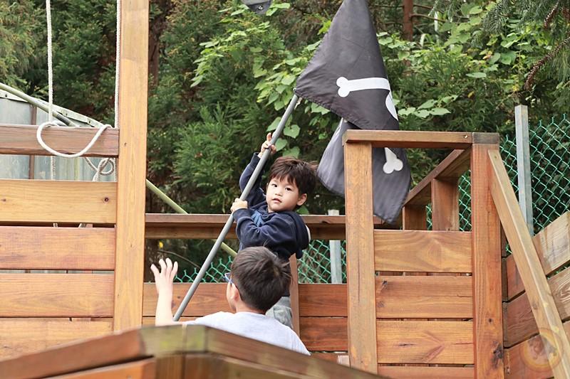 苗栗南莊-星星杉丘露營區-第四露-海盜船-滑梯-小孩玩到瘋 | 大腸麵線阿米GO
