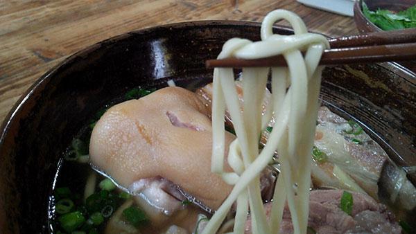 すーまぬめぇソバの麺の画像