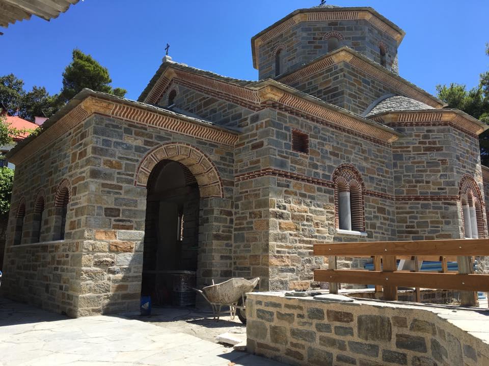 Ο Ιερός Ναός προς τιμή του Αγίου Παϊσίου που χτίζουν ο Γέροντας Ευθύμιος και η συνοδεία του στην Καψάλα του Αγίου Όρους