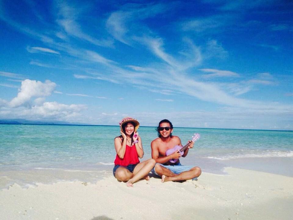 couple in pasir timbul raja ampat digital detox trip