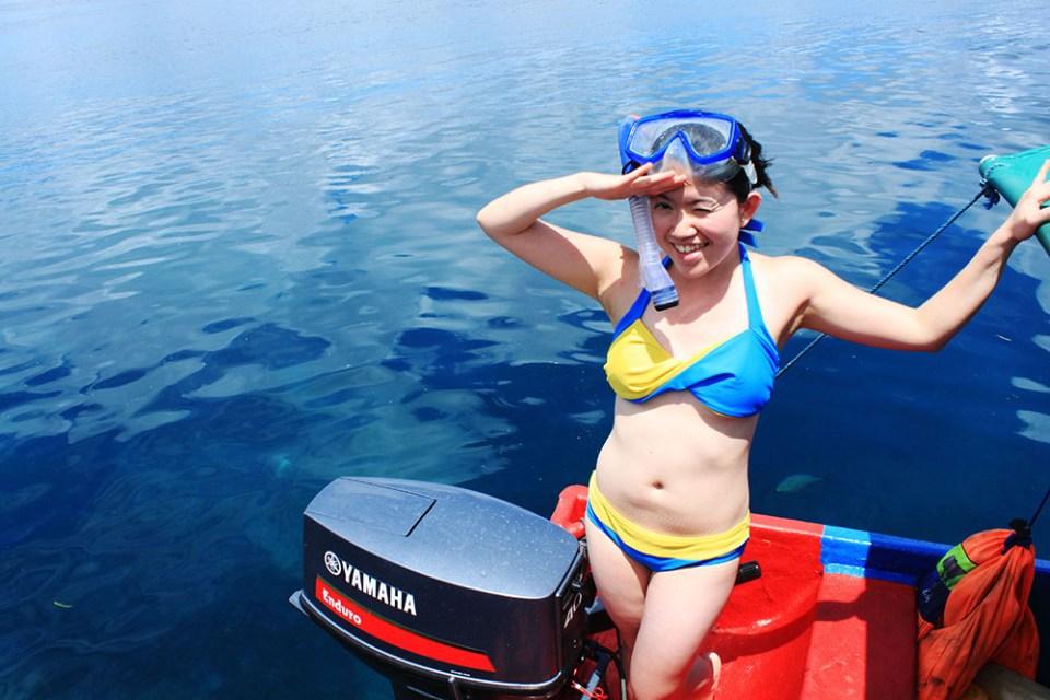 girl in bikini and snorkeling gear digital detox trip