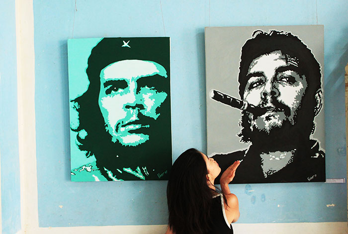 promiscuous traveler blow a kiss to che guevara paintings in cuba