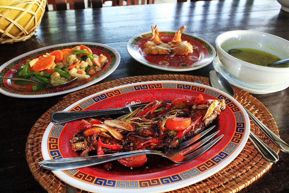 eating disorder for traveling but eat a lot when traveling to Indonesia