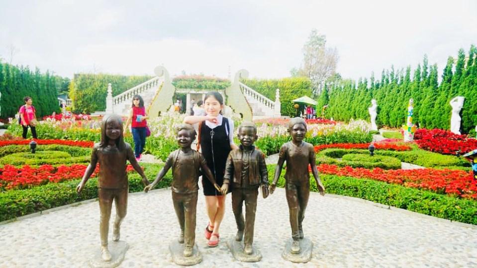 kids at le jardin d'amour la vie en rose ba na hills danang