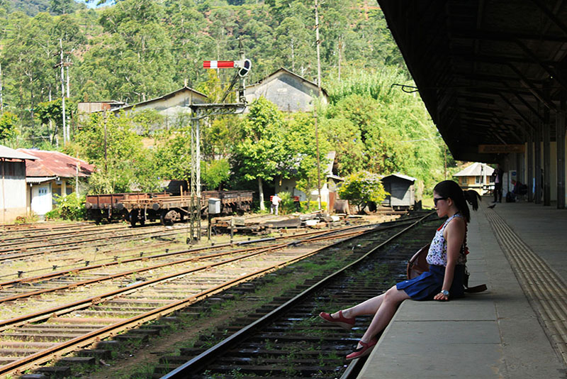 a feminine girl sitting nanu oya nuwara eliya train station to ella sri lanka