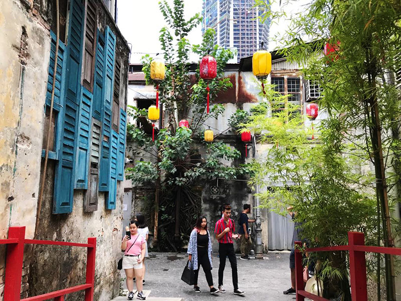 agirlnamedclara kwai chai hong new lorong panggung chinatown kl bridge red chinese lantern