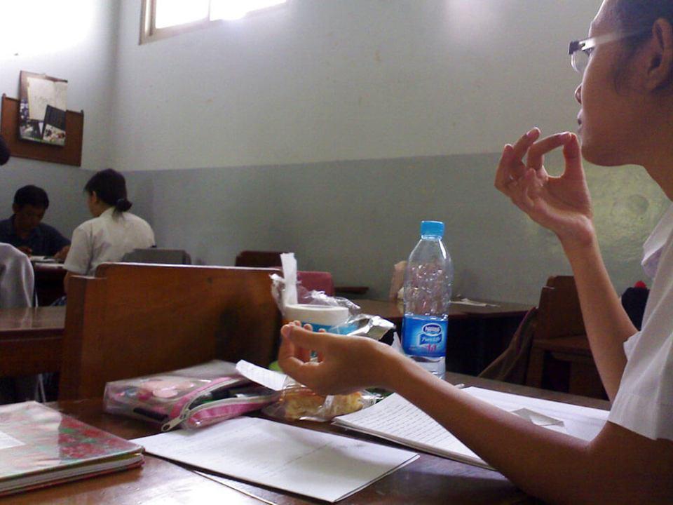 cewek sma makan di kelas jogjakarta agirlnamedclara
