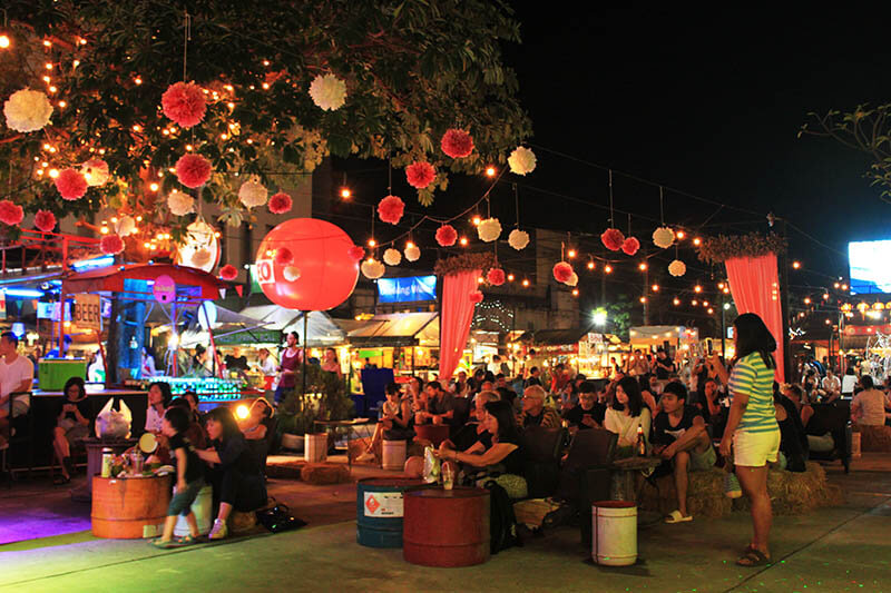 night food bazaar thailand chiangmai_agirlnamedclara