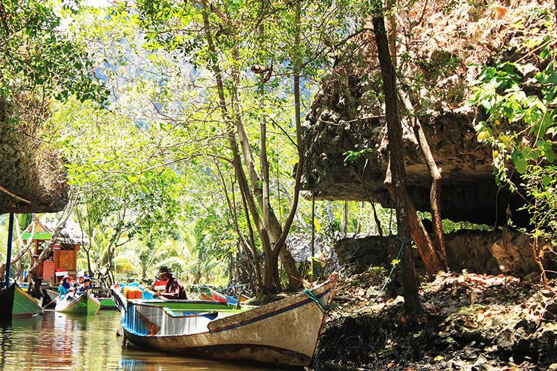 river boat ride nature perahu sungai puncak rammang rammang makassar_agirlnamedclara