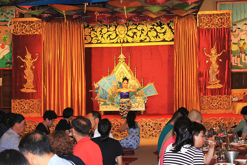 traditional dance performace khantoke dinner chiang mai thailand_agirlnamedclara