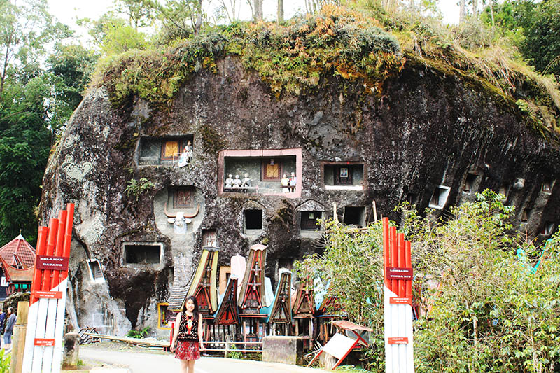 kompleks megalith bori cliff grave toraja_agirlnamedclara