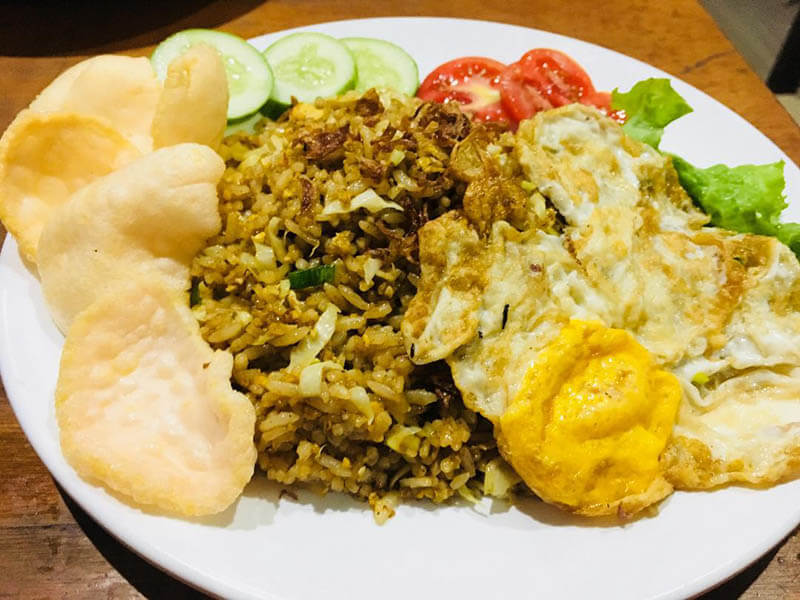 nasi goreng telor mata kerupuk fried rice with cracker sunny side up_agirlnamedclara