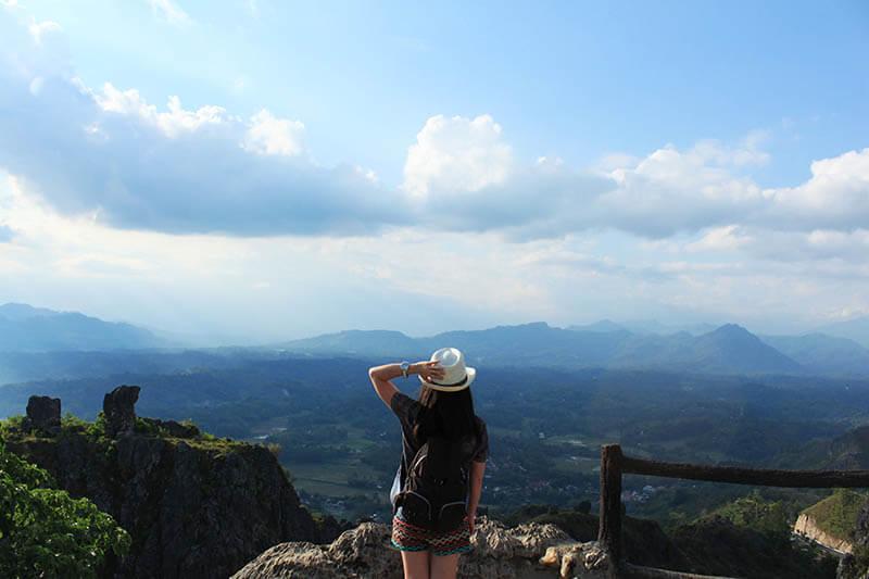 traveler girl stand awe burake hills makale cantik_agirlnamedclara